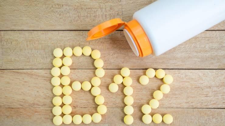 7 مؤشرات على نقص فيتامين B12 بالجسم